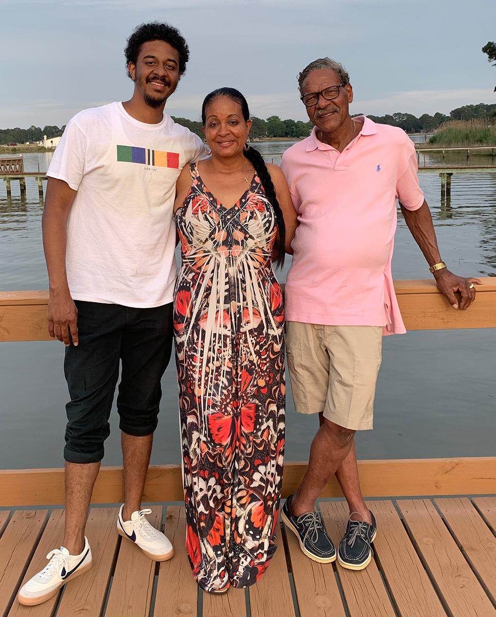 Juan-Lascano-with-his-parents